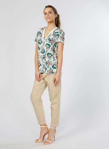 House Of Camellia V Yaka Çiçekli Bluz Renkli